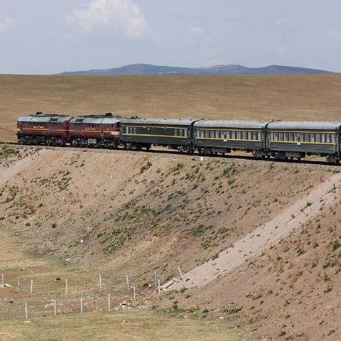 Mode of transport, Transport, Railway, Rolling stock, Landscape, Plain, Train, Public transport, Railroad car, Locomotive,