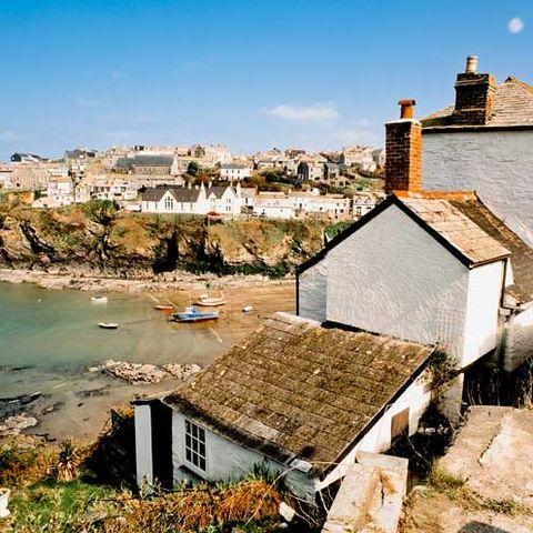 Neighbourhood, House, Coast, Coastal and oceanic landforms, Roof, Building, Watercraft, Residential area, Shore, Home,