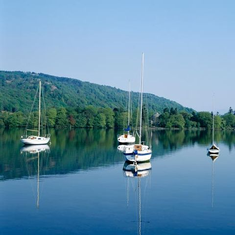 Body of water, Nature, Reflection, Water resources, Watercraft, Water, Boat, Liquid, Mast, Boats and boating--Equipment and supplies,