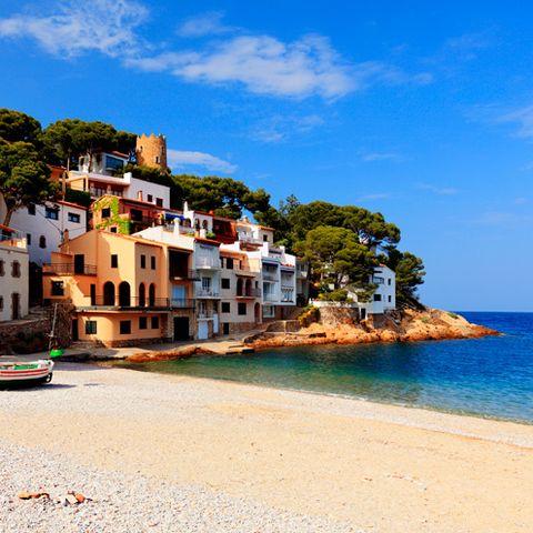 Coastal and oceanic landforms, Coast, Shore, Building, Town, House, Azure, Sea, Ocean, Beach,