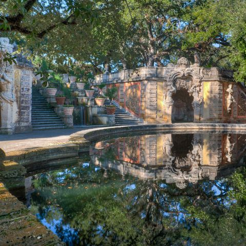 Body of water, Reflection, Waterway, Watercourse, Pond, Channel, Reflecting pool, Arch, Canal, Historic site,
