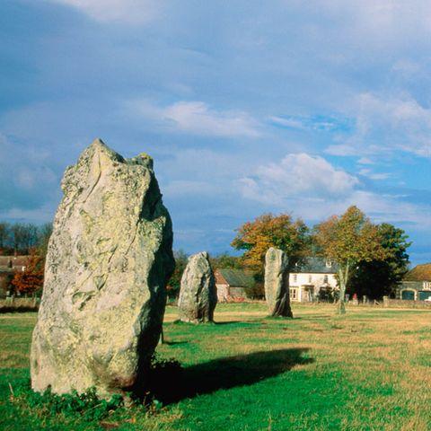 Grass, Sky, Landscape, Rock, Natural landscape, Megalith, Plain, Land lot, Grassland, Bedrock,