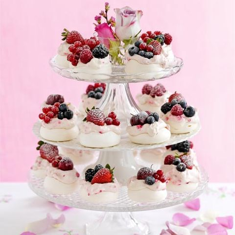 Food, Sweetness, Cuisine, Fruit, Cake, Dessert, Ingredient, Baked goods, Cake decorating, Dish,