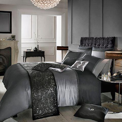 Room, Lighting, Interior design, Property, Floor, Bed, Textile, Wall, Bedroom, Lamp,