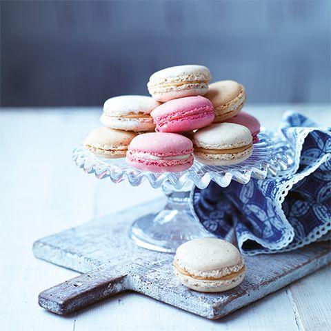 Macaroon, Cuisine, Finger food, Food, Sweetness, Sandwich Cookies, Ingredient, Baked goods, Dessert, Serveware,