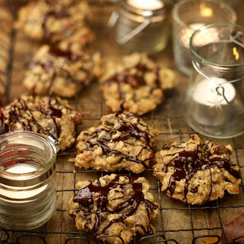 Finger food, Food, Ingredient, Cookies and crackers, Cuisine, Baked goods, Recipe, Dessert, Chocolate chip cookie, Cooking,