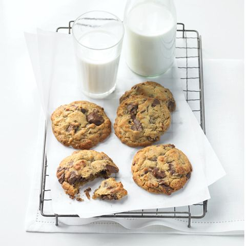 Food, Finger food, Cuisine, Ingredient, Drink, Baked goods, Cookies and crackers, Dessert, Milk, Chocolate chip cookie,