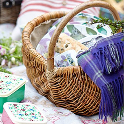 Purple, Home accessories, Basket, Violet, Lavender, Wicker, Storage basket, Picnic basket, Present, Gift wrapping,