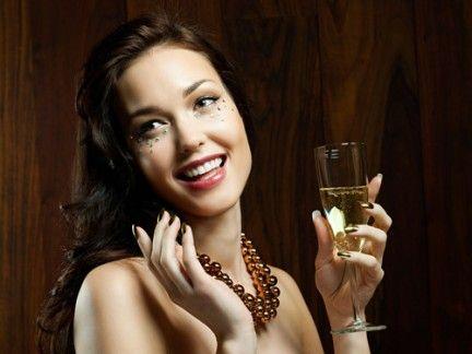 Hairstyle, Drinkware, Eyebrow, Glass, Drink, Stemware, Barware, Tableware, Jewellery, Alcohol,