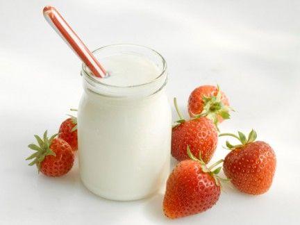 Food, Fruit, Natural foods, Produce, Ingredient, Strawberry, Serveware, Strawberries, Liquid, Drink,