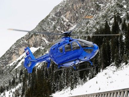 Helicopter, Mode of transport, Rotorcraft, Natural environment, Aircraft, Helicopter rotor, Mountain range, Slope, Freezing, Snow,