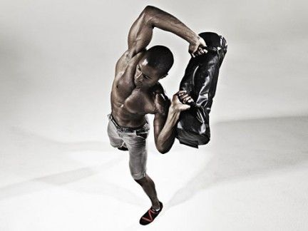 Human leg, Elbow, Joint, Waist, Knee, Shorts, Muscle, Calf, Barechested, Abdomen,