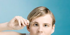 Ear, Hairstyle, Skin, Shoulder, Eyebrow, Joint, Eyelash, Organ, Beauty, Neck,