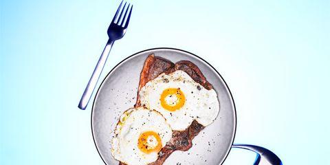 Fried egg, Dishware, Food, Egg yolk, Ingredient, Breakfast, Kitchen utensil, Recipe, Egg white, Cutlery,