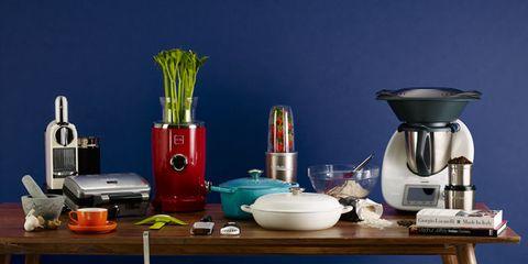 Serveware, Dishware, Small appliance, Still life photography, Kitchen appliance, Home appliance, Coffee percolator, Kitchen utensil, Porcelain, Scale,