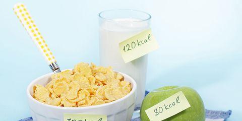 Ingredient, Food, Cuisine, Corn flakes, Breakfast cereal, Fruit, Breakfast, Serveware, Produce, Snack,