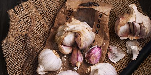 Garlic, Ingredient, Purple, Onion, Vegetable, Red onion, Violet, Whole food, Produce, Still life photography,