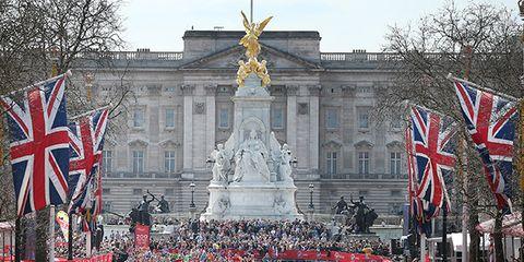 Landmark, Crowd, Event, Architecture, Flag, City, Tourism, Pedestrian, Tourist attraction, Pole,