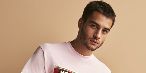 T-shirt, White, Clothing, Shoulder, Cool, Neck, Chin, Top, Sleeve, Facial hair,