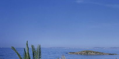 Body of water, Coastal and oceanic landforms, Water resources, Water, Ocean, Horizon, Sea, Azure, Arecales, Coast,