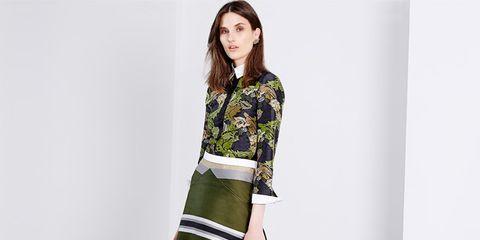 Clothing, Sleeve, Shoulder, Human leg, Textile, Joint, Style, Pattern, Knee, Street fashion,