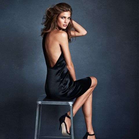 Human leg, Sitting, Shoulder, Elbow, Joint, Knee, Wrist, Fashion, Neck, Foot,