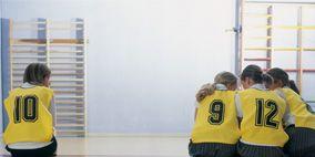 Clothing, Sports uniform, Yellow, Human body, Human leg, Shoulder, Floor, Sportswear, Flooring, Joint,