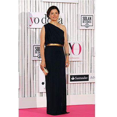 Clothing, Dress, Shoulder, Waist, Flooring, Formal wear, Style, One-piece garment, Fashion, Pattern,