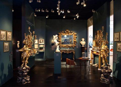 Interior design, Interior design, Hall, Light fixture, Antique, Sculpture, Museum, Tourist attraction, Napoleon iii style, Artifact,