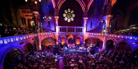 Entertainment, Crowd, Music venue, Musical ensemble, Stage, Performance, Audience, Public event, Hall, Theatre,