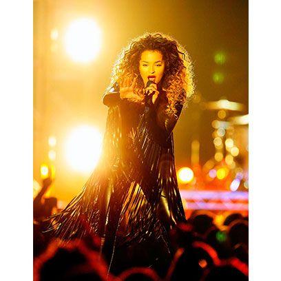 Hairstyle, Microphone, Music artist, Amber, Singing, Artist, Song, Singer, Music venue, Long hair,