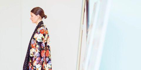 Sleeve, Shoulder, Joint, Human leg, Style, One-piece garment, Dress, Fashion, Day dress, Pattern,