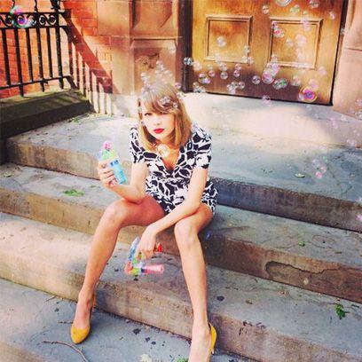 Clothing, Leg, Human body, Human leg, Stairs, Sitting, Foot, Thigh, Street fashion, Knee,