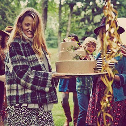 People in nature, Brown hair, Street fashion, Long hair, Blond, Plaid, Tartan, Boot,