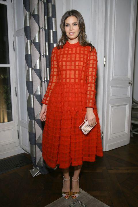 Sleeve, Textile, Dress, One-piece garment, Pattern, Day dress, Long hair, Lipstick, Door, Cocktail dress,