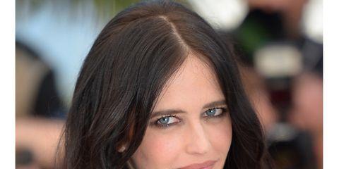 Nose, Lip, Hairstyle, Eyebrow, Eyelash, Black hair, Beauty, Long hair, Iris, Step cutting,