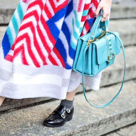 Blue, Textile, Style, Electric blue, Pattern, Bag, Street fashion, Fashion, Cobalt blue, Shoulder bag,