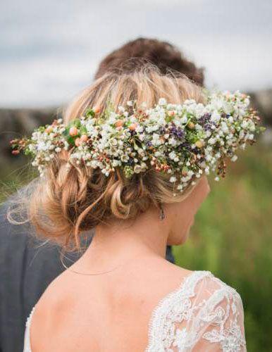 Clothing, Hair, Hairstyle, Petal, Hair accessory, Mammal, Flower, Style, Headpiece, Bridal accessory,