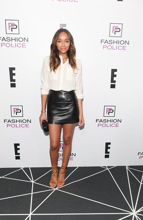 Sleeve, Skin, Shoulder, Joint, Style, Fashion model, Knee, Waist, Fashion, Thigh,