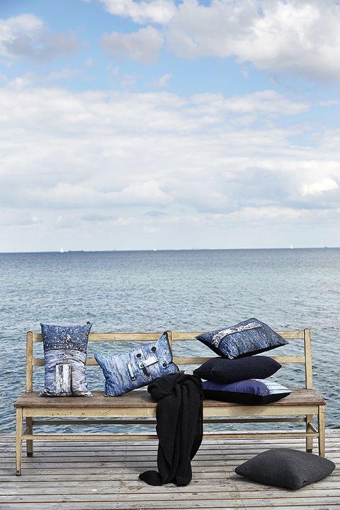 Comfort, Ocean, Horizon, Outdoor furniture, Sea, Cumulus, Beach, Meteorological phenomenon, Sound, Nap,