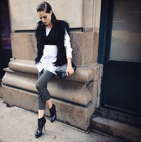 Clothing, Leg, Human leg, Joint, Outerwear, White, Style, Street fashion, Knee, Sitting,
