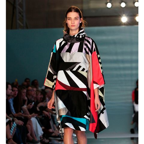 Fashion show, Shoulder, Outerwear, Runway, Style, Fashion model, Fashion, Beauty, Model, Public event,