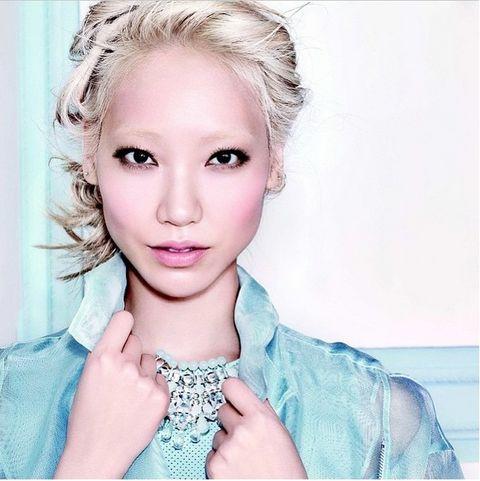 Lip, Finger, Hairstyle, Eyebrow, Eyelash, Style, Wrist, Jaw, Fashion accessory, Beauty,