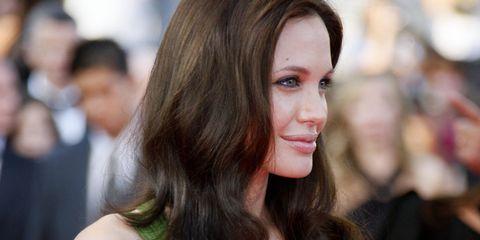 Hair, Face, Hairstyle, Shoulder, Long hair, Beauty, Brown hair, Skin, Premiere, Dress,