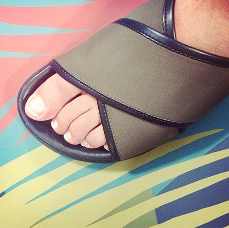 Toe, Slipper, Foot, Tan, Sandal, Close-up, Nail, Nail polish, Ankle, Flip-flops,