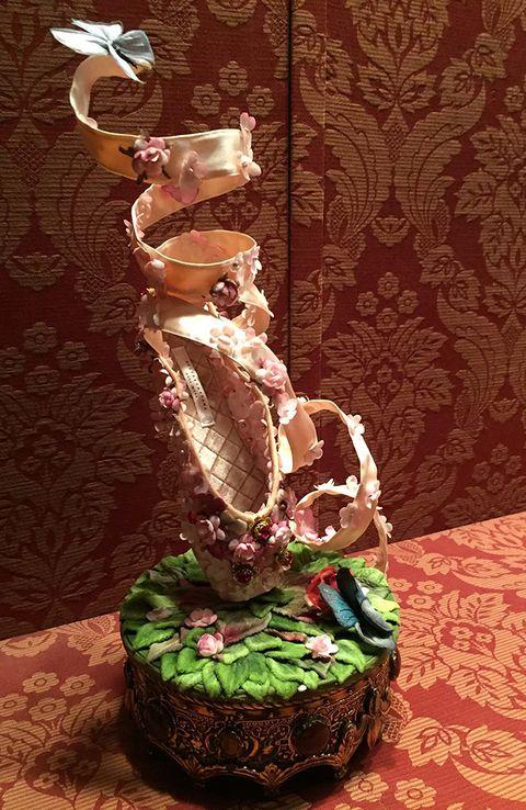 Natural material, Sculpture, Creative arts, Artifact,