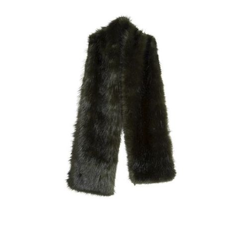 Textile, Woolen, Natural material, Wool, Costume accessory, Fur, Animal product, Fur clothing, Stole,