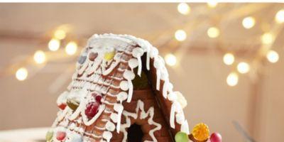 Dessert, Sweetness, Gingerbread house, Icing, Gingerbread, Cake, Christmas, Baked goods, Cake decorating, Baking,