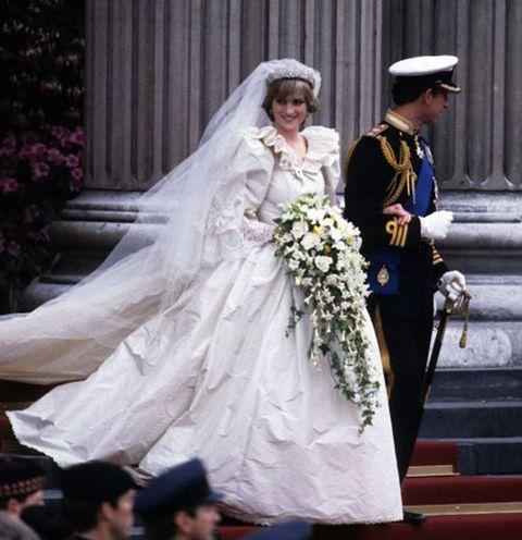 Trousers, Event, Bridal veil, Bridal clothing, Veil, Photograph, Hat, Dress, Formal wear, Wedding dress,