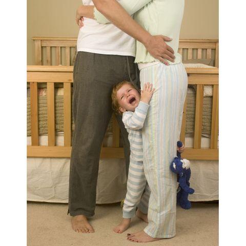 Interaction, Elbow, Barefoot, Waist, Abdomen, Gesture, Stomach, Baby, Pajamas, Foot,